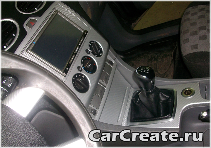 Ford Focus оклейка деталей салона пленкой под карбон